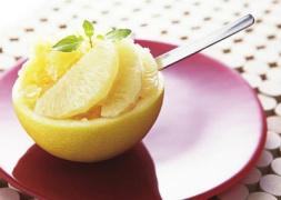 服药后吃柚子相当于服毒? 专家:正常食用柚子不会引发中毒