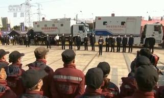 """中央指导组为国家紧急医学救援队送行:保证援鄂医疗队 """"有序、安全、顺利""""撤回"""