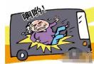 瀋陽291路公交車上老人摔倒 女乘客陪到醫院
