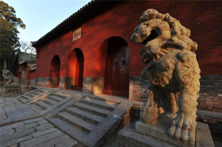 会善寺始建于北魏孝文帝时期(公元471-499年),寺内现存元、明、清时期建筑9座,是唐代天文学家僧一行出家修行之所,现存元代建筑是当时(公元1279-1368年)最典型和珍贵的代表作。