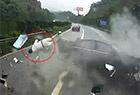 车祸瞬间乘客被甩出