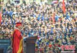 """重庆大学校长毕业致辞 潮语频出""""引共鸣"""""""