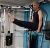 高龄老者变身健身达人体形健美 不输年轻人
