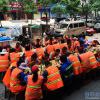 """沧州一饭店老板请40余位环卫工吃""""大餐"""""""