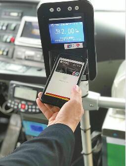 济南人出行更方便了!刷银行卡、手机、二维码均能乘公交