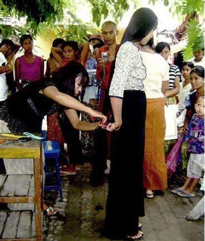 大通彩票开奖记录:缅甸女性为啥爱留长发?美媒揭秘背后产业链