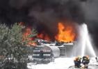 扬州江都一化工厂突发大火 黑烟窜出数十米