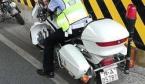 高温下连续巡逻执勤 郑州交警中暑晕倒在摩托车上