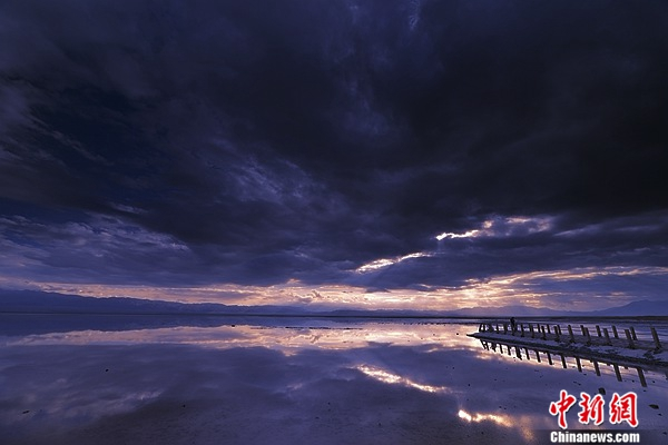 茶卡盐湖的落日