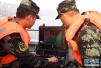 實拍重慶萬州公交車墜江事故救援現場:武警啟動水下機器人搜救