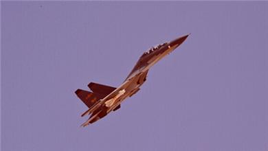 空军 航空兵开展多机型空战对抗演练