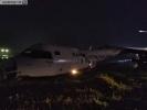 孟加拉国航空一客机在缅甸仰光机场滑出跑道(直播)