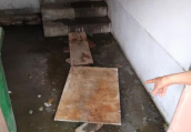 郑州多家商铺被污水倒灌大半年 市政:将召集各方协商